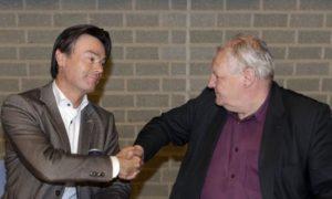Directeur Marco Duut (l) en wethouder Bert Frings (r).